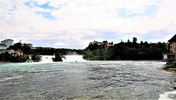An impressive force of nature The Rhine Falls with its 150 meters width, 23 meters height and up to 500,000 liters of water per second (!) Is one of the 3 largest waterfalls in Europe. Of course it is impressive when the masses of water rush down. An impressive natural spectacle, the roaring water masses.