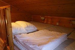 10 person cottage loft bedroom (4 person)