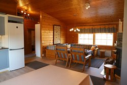 10 person cottage living room and kitchen