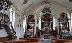 Pfarrkirche St.Leonhard à Brunnen (vue intérieure - nef centrale et choeur)