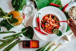 Scampi mit Wokgemüse und Kräutern
