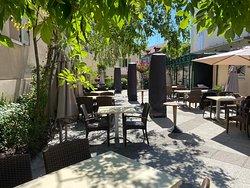 Terrasse du restaurant respectant le protocole Covid