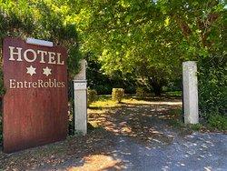 Entrada al hotel EntreRobles