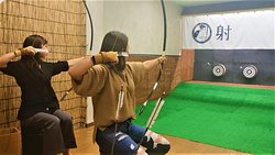 弓引く女性たち