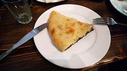 Осетинский мясной пирог, возможно, пирог кубдари.