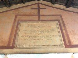 L'Iscrizione sopra l'ingresso ....