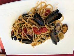 Spaghetti cozze, vongole e friggitelli (puparuole d'o ciumm)
