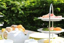 Aufgrund der Corona Verordnung servieren wir Ihnen Ihr Tischbuffet an den Tisch.