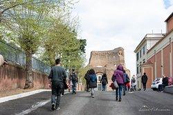 L'ingresso del Mausoleo di Sant'Elena, edificio costruito dall'Imperatore Costantino e sede del museo ad Duas Lauros