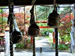 札幌伏見稲荷神社~1(拝殿前から)