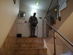 Der Treppenaufgang zu den Zimmern.
