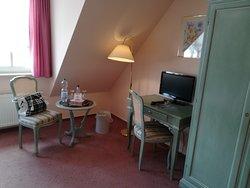 Zimmer204 mit Sitzecke.