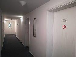 Der Gang zu den Zimmern.