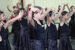 Ver a los niños en sus clases, tan desenfadados, tan alegres y disciplinados, con ese ritmo tan propio de los cubanos, te deja con una satsfacción indescritible.