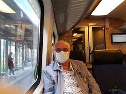 Op weg in Corona tijd in de trein naar het museum.