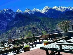 Teahorse GH in Tiger Leaping Gorge, it locates at the high trail, the trekking paradise.