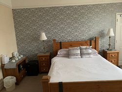 The choice of colours was extremely tasteful. Linen was good and hand-ironed. The light of the sunset filled the room with colours reflected in the neutral grey.