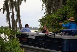 """Cruising the """"Famous Chain of Lakes,"""" with our wonderful partners at Visit Central Florida and Harborside Restaurant 😎🚤💦⚓️"""