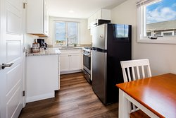 Cottage #11 - Kitchen and dining area