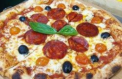 Base Margherita ciliegino olive neri chorizo iberico