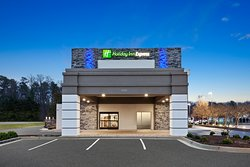 Holiday inn Express & Suites Hopewell is near Fort Lee Army Base, universities and Civil War landmarks. Amenities include outdoor pool, free wireless Internet, complimentary continental breakfast, fitness center and spacious rooms.