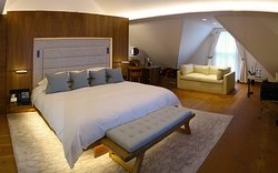 The Connaught Hotel, 16 Carlos Place, Mayfair/London - The Mews Suite #24 - Luxurious Suite - Bedroom on upper level