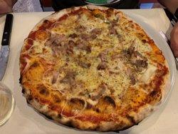 Pizza mit Speck