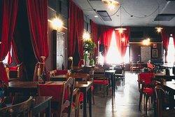 La sala interna ristorazione, per cene, aperitivi, co-working, riunioni e semplice relax.
