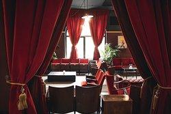 La sala Verdi allestita con le poltroncine e i tendaggi dello storico Teatro Verdi di Terni.