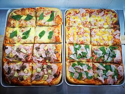 🍕🇮🇹Pizzas ITALIANAS al corte. Desde $4.500  Si quieres una bandeja entera 🤯 para compartir en familia con 1 a 4 sabores, puedes reservarla un dia antes