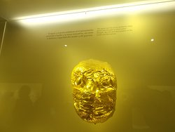 """An impressive """"jaguar mask"""" likely made with quite a bit of gold (on the 2nd floor)"""