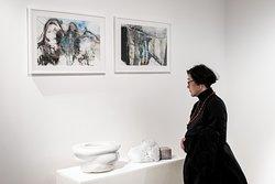 La Galerie Collection  contribue à bousculer les codes de la création actuelle en confrontant au regard d'un public exigeant des créations audacieuses et uniques.