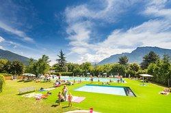 Piscina grande e piscina piccola per bambini del Camping Due Laghi