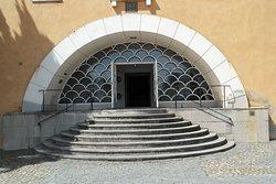 Den magnifika trappan och entrén