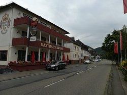 Das Hote Krone an der Hauptstrasse in Kestert(Haus 1)