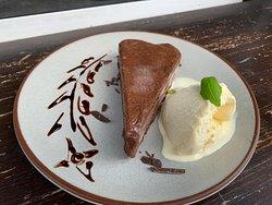 Glúten Free Chocolate mouse cake & vanilla ice cream