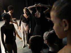 young cuban girls dancing , photo workshop focus on cuban dancers