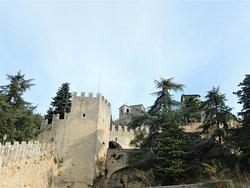 Original medieval ramparts are found everywhere.