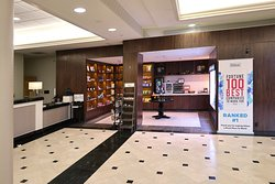 Hilton New Orleans Airport (MSY) Hotel, 901 Airline Dr, Kenner, LA - Lobby Store