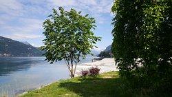 """Uno scorcio sul lago dalla """"Poncia"""" di Mandello ai tempi del lockdown."""