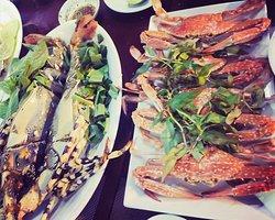 Nhà hàng Vân Phong - chuyên phục vụ các món Hải Sản đang bơi, hải sản tươi, đặt sản.  Liên hệ: 090 357 2626
