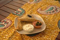 Jeder liebt Sambusa, wir haben sie mit Faschiertem, Spinat und Schafskäse, Kartoffel und Lauch (vegan)  oder Linsen (vegan).