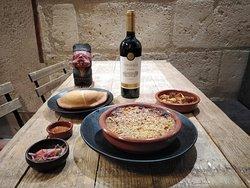 Combo gagnant : empanada + pastel de choclo + vin chilien tarapaca