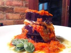 Torre de Berinjela Grelhada ao molho de tomate rústico