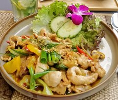 Pad Krapow Gai ( thai basil chicken)