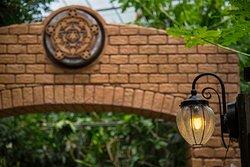 バタフライガーデンの入口、どんな秘密がかくされているのかな?
