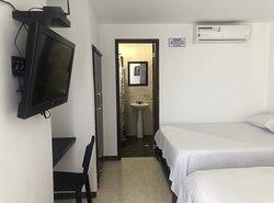 Habitación cuádruple, con baño privado, aire acondicionado y televisión