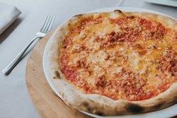 Pizza Gladiador: con bolognese y parmesano.