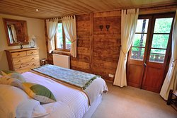 Chalet Cannelle Capra Bedroom - double superking bed  - shower ensuite - mountain view - private balcony