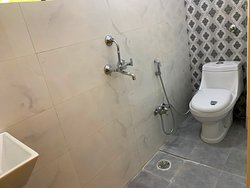 Private en-suite running hot/cold shower